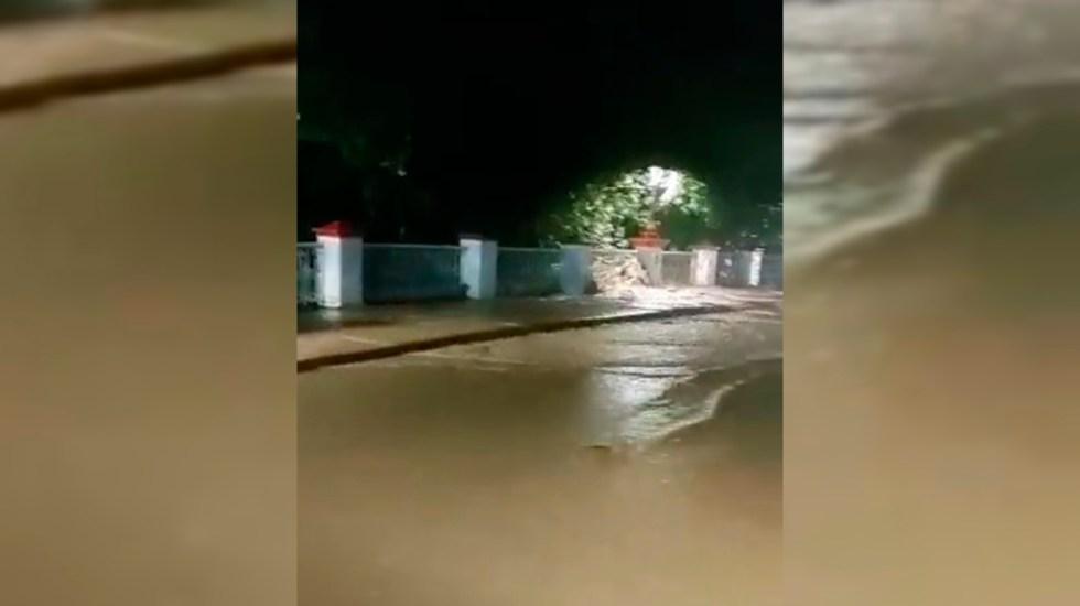 """#Video Se desborda río Cuale en Puerto Vallarta por 'Nora'; """"Ya valió Bertha"""", advierte habitante - Desbordamiento de Isla de Río Cuale en Puerto Vallarta"""