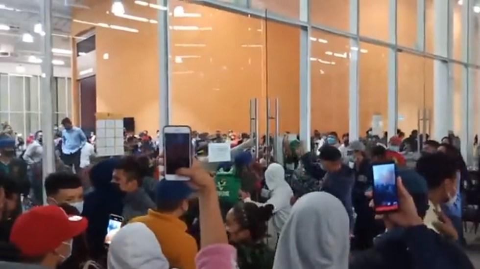 #Video Cancelan vacunación de jóvenes en Arteaga por disturbios - Disturbios durante vacunación en Arteaga, Coahuila