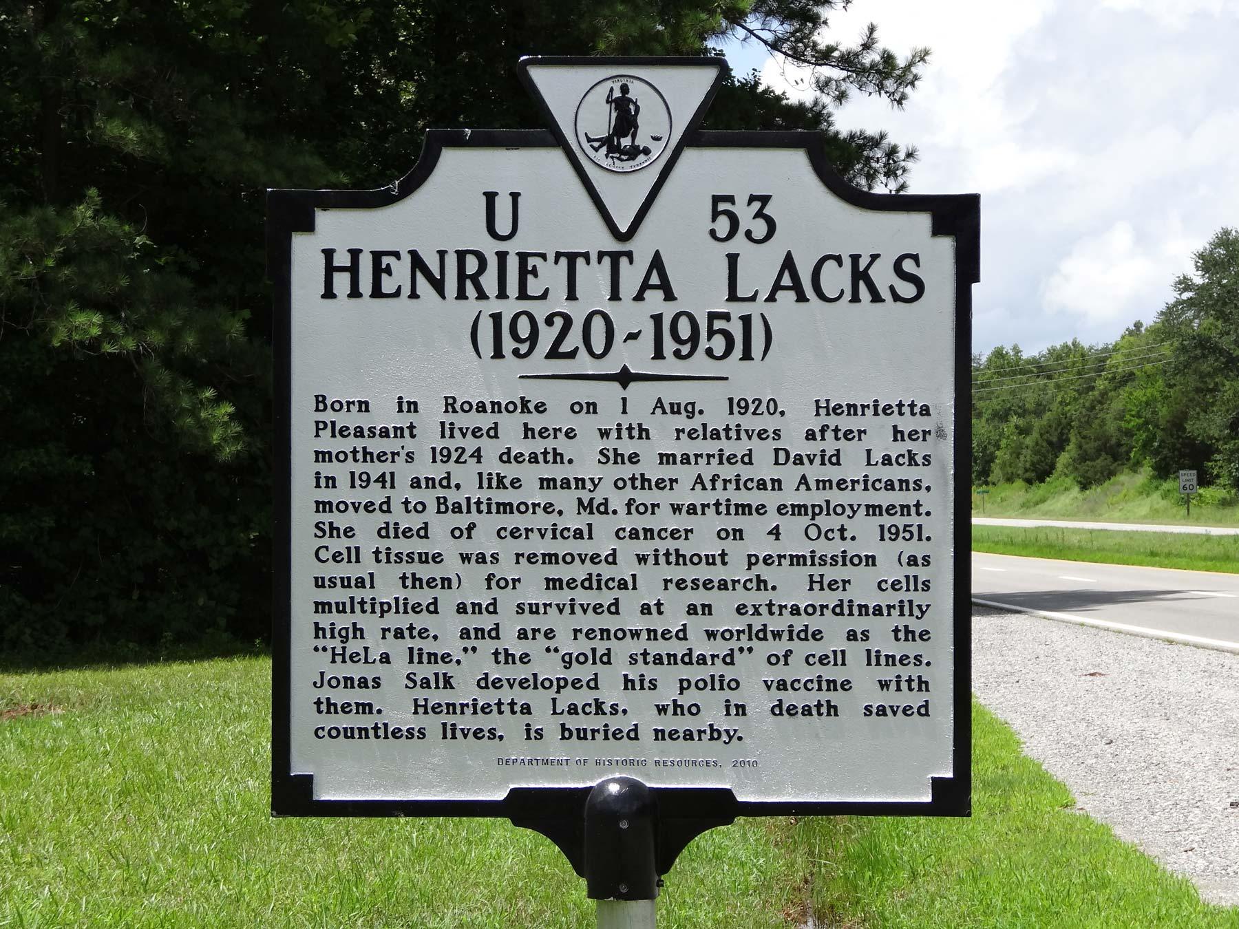 Placa recordatoria en homenaje a Henrietta Lacks en la localidad de Clover, condado de Halifax, en el estado de Virginia, Estados Unidos. Foto de Wikimedia Commons.