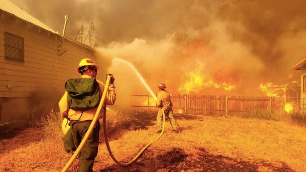 Al menos 8 desaparecidos por incendio en California - Al menos 8 desaparecidos por incendio en California. Foto de EFE