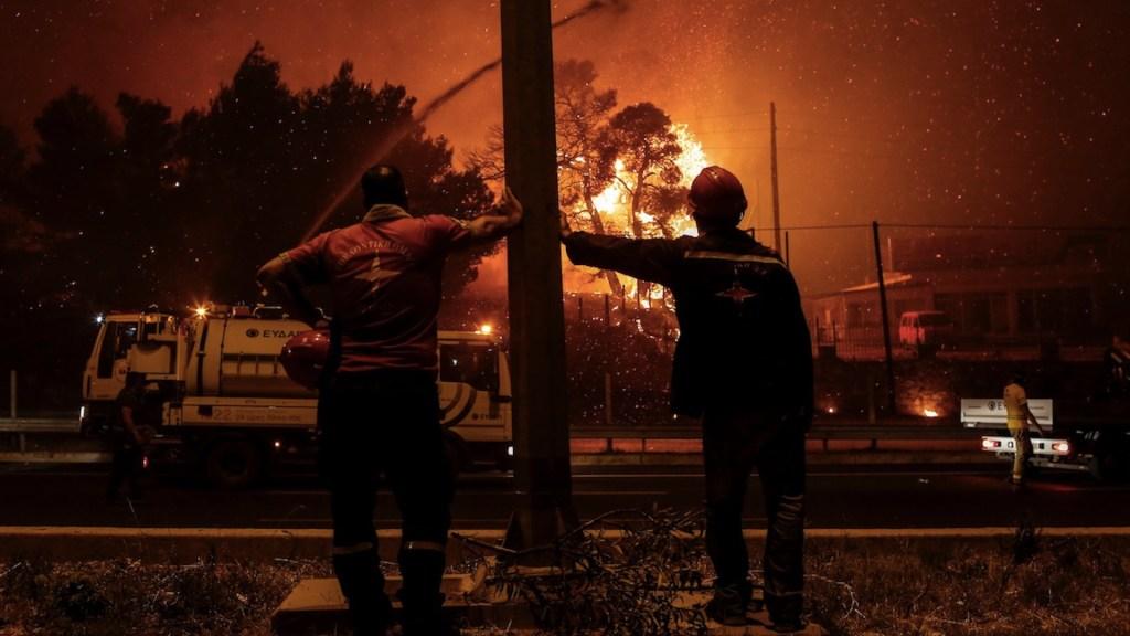 Grecia lucha contra incendios pese a escasez de herramientas - Grecia lucha contra incendios pese a escasez de herramientas. Foto de EFE
