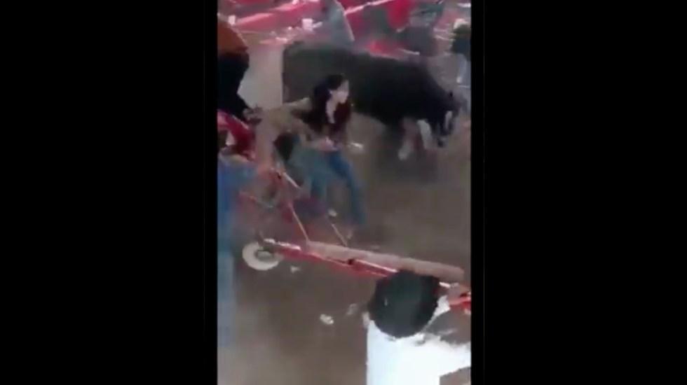 Toro embiste a asistentes a jaripeo en Michoacán; hay 10 lesionados - Jaripeo Michoacán Puruándiro
