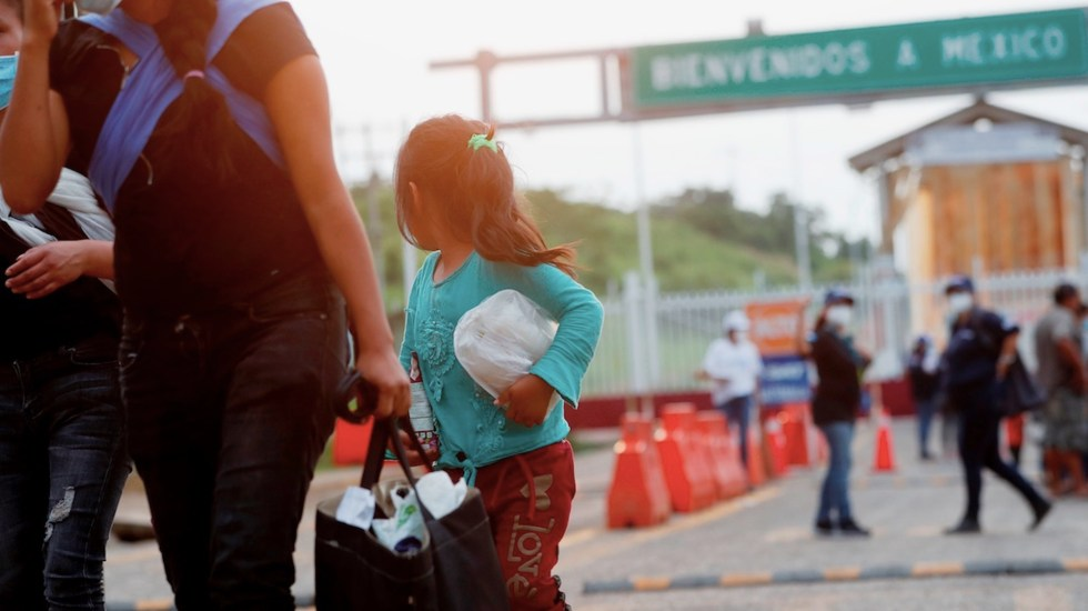 Suman 2 mil 731 personas deportadas por vía aérea a Guatemala desde México en 2021 - México ha deportado vía aérea a 2 mil 731 personas a Guatemala. Foto de EFE