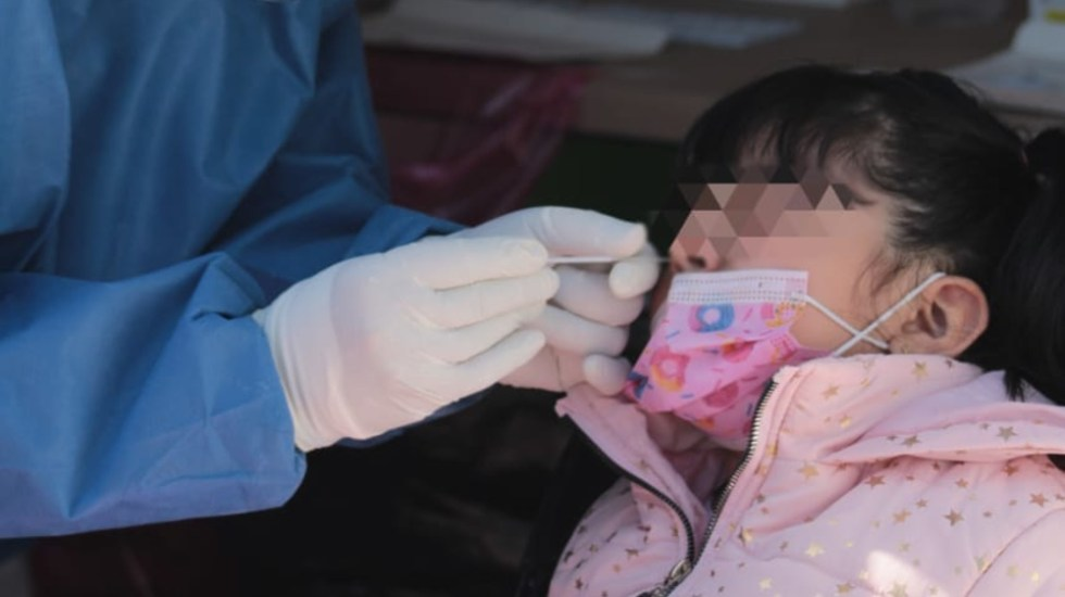En julio, 31 mil menores de edad se contagiaron de COVID-19 - niña menor prueba covid CDMX menores