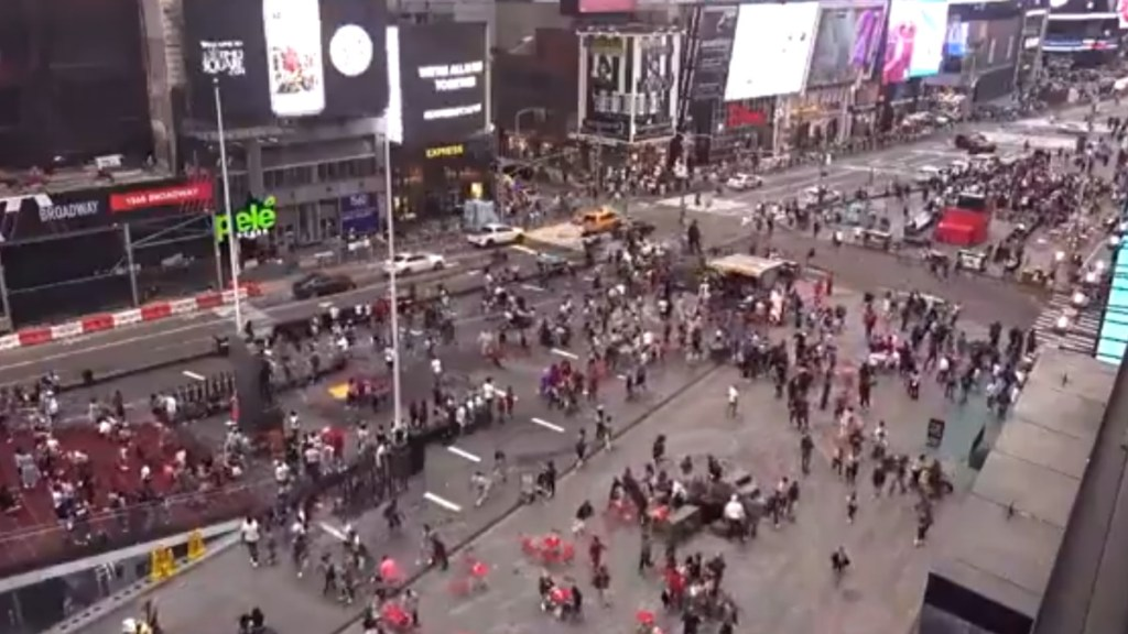 Policías investigan tiroteo en Times Square, Nueva York - Nueva York tiroteo disparos Estados Unidos