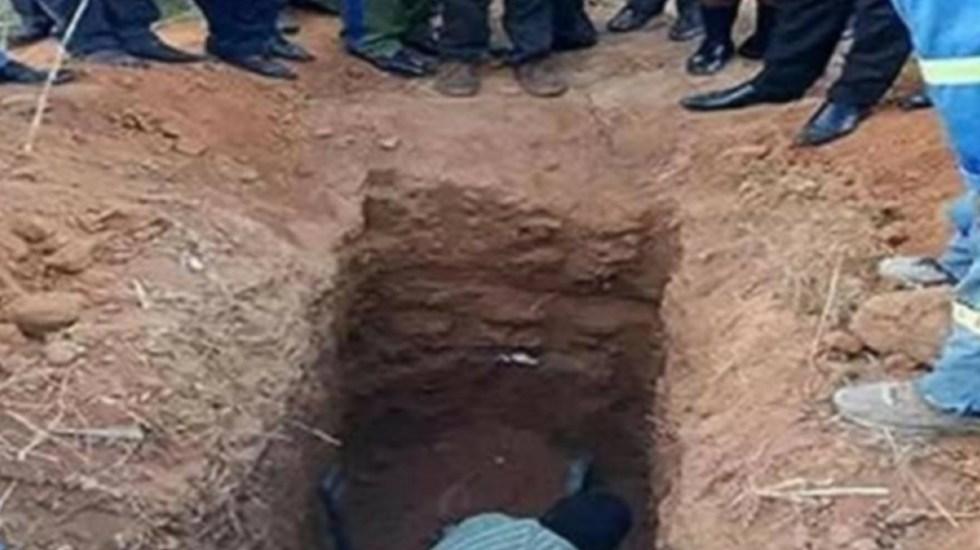 #Video Pastor en Africa intenta emular a Cristo y muere enterrado vivo - pastor Zambia enterrado vivo