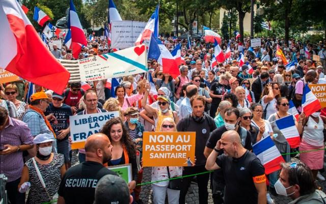 Decenas de miles de manifestantes en Francia contra certificado sanitario - Protestas Francia certificado sanitario