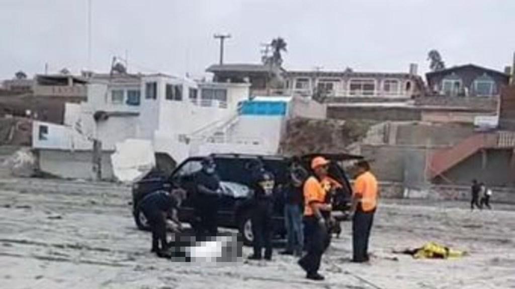 Estadounidense murió en Playas de Rosarito tras accidente en planeador - Resguardo del cuerpo de un estadounidense que murió en Playas de Rosarito