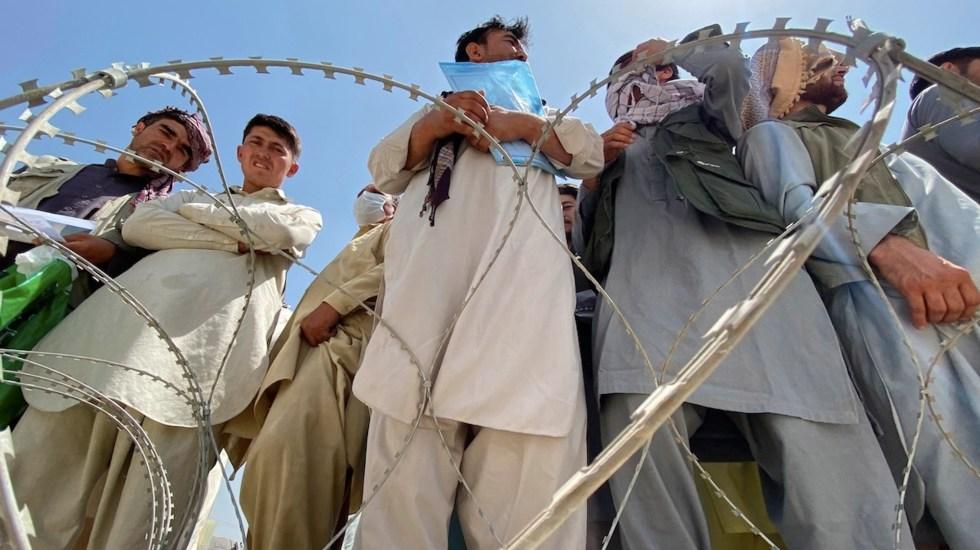 Talibanes aseguran a EE.UU. que dejarán pasar a civiles al aeropuerto - Talibanes aseguran a EE.UU. que dejarán pasar a civiles al aeropuerto. Foto de EFE