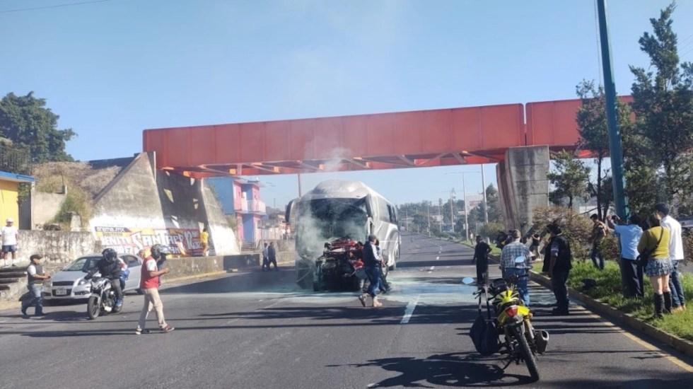 #Video Choque de autobús sin frenos deja al menos tres muertos y 14 heridos en Xalapa - #Video Choque de autobús sin frenos deja al menos tres muertos y 14 heridos en Xalapa. Foto de @ssptransitover