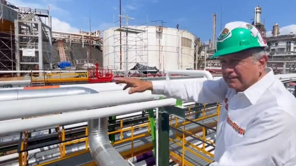 Subraya AMLO inversión de 32 mmdp en rehabilitación de refinerías; anuncia inauguración de Dos Bocas - refinerías López obrador en la refinería de minatitlán