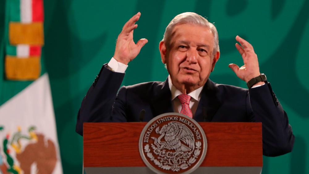 AMLO se compromete a no aplicar Artículo 33 a extranjeros - AMLO López Obrador extranjeros relevos