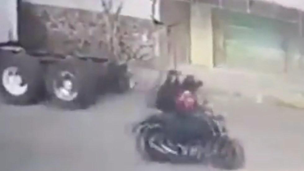 #Video Sujetos roban 315 mil pesos a empresario en Iztapalapa - #Video Sujetos roban 315 mil pesos a empresario en Iztapalapa. Foto tomada de video