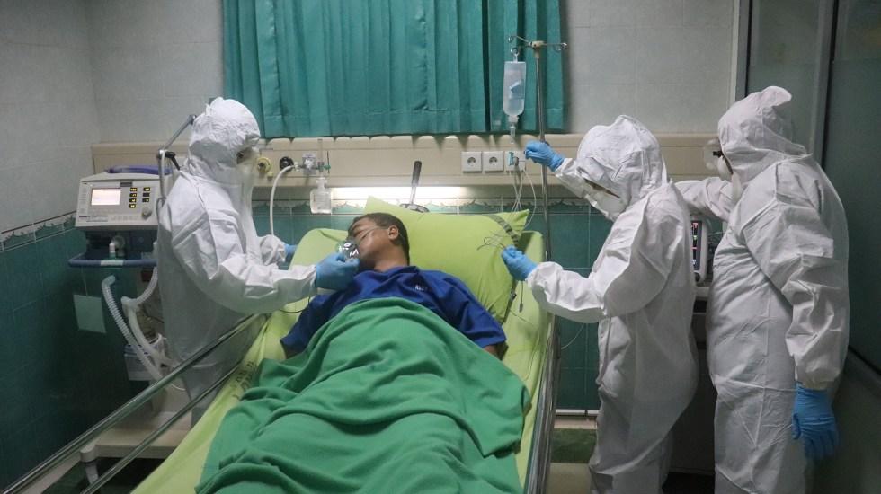 Solución salina podría frenar expansión del COVID-19 en persona contagiada, sugiere estudio - Atención de paciente COVID-19 en hospital