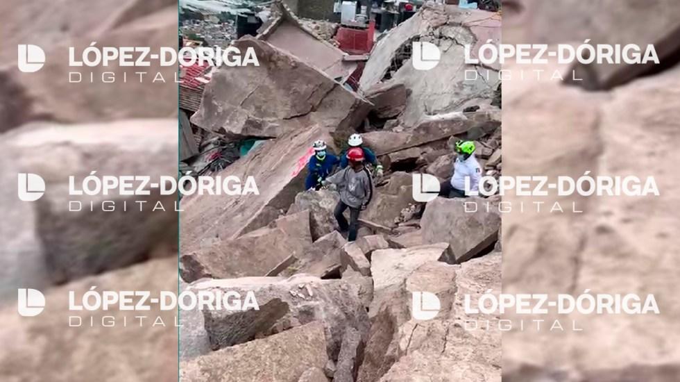 #Video Hombre busca a su esposa e hijos entre escombros del Cerro del Chiquihuite - Búsqueda de mujer y sus dos hijos en derrumbe del Cerro del Chiquihuite. Captura de pantalla