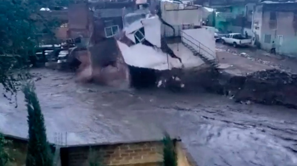 #Video Lluvias vuelven a inundar Zapopan, Jalisco; casa colapsó sobre arroyo - Colapso de casa en Zapopan sobre arroyo