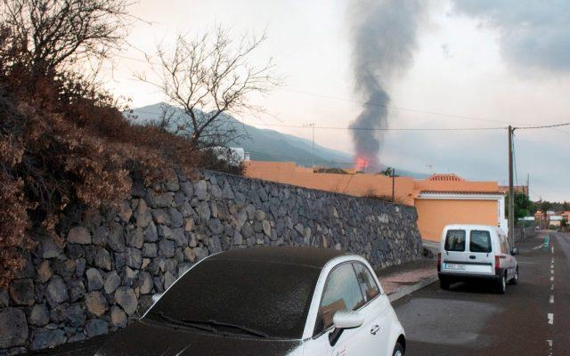 El volcán de La Palma en su quinto día de actividad - La erupción que comenzó el domingo en La Palma comienza este jueves su quinto día de actividad. Foto de EFE/ Carlos De Saá.