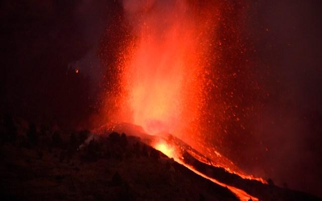 Lava del volcán Cumbre Vieja sepultará infraestructuras y creará lluvia ácida al caer al mar - Erupción del volcán Cumbre Vieja en archipiélago de Canarias