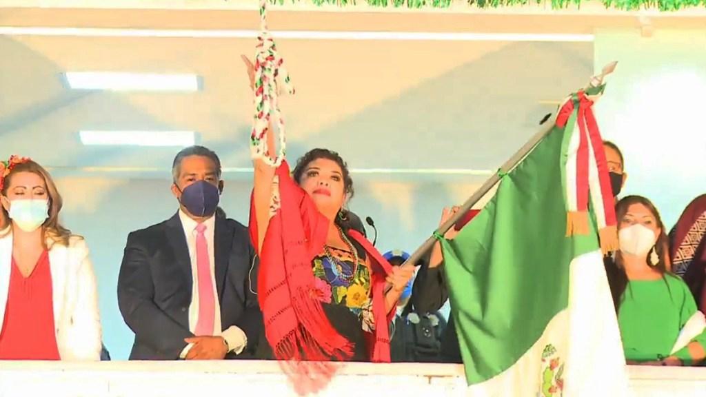 #Video Alcaldesa de Iztapalapa da 'Grito' de más de dos minutos y medio; lanza arengas a AMLO y Sheinbaum - Grito de Independencia en Iztapalapa