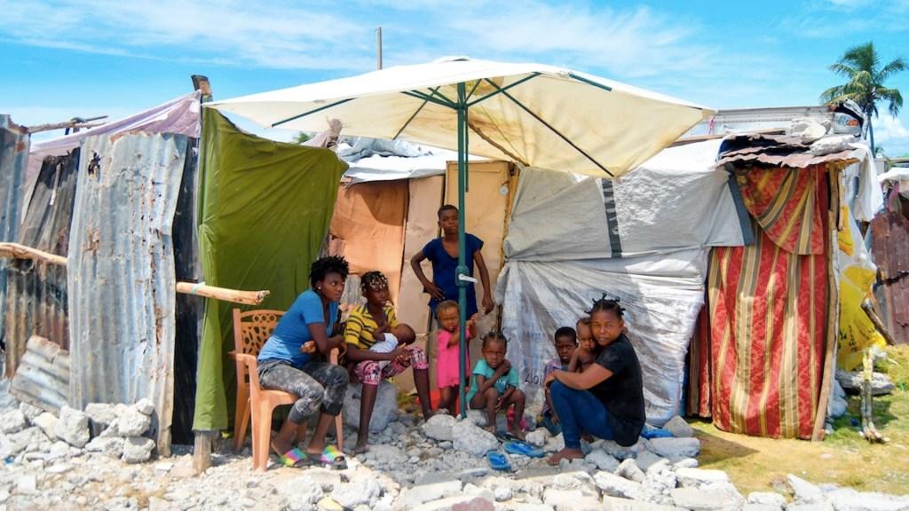 Haití continúa bajo los escombros un mes después del sismo. Foto de EFE