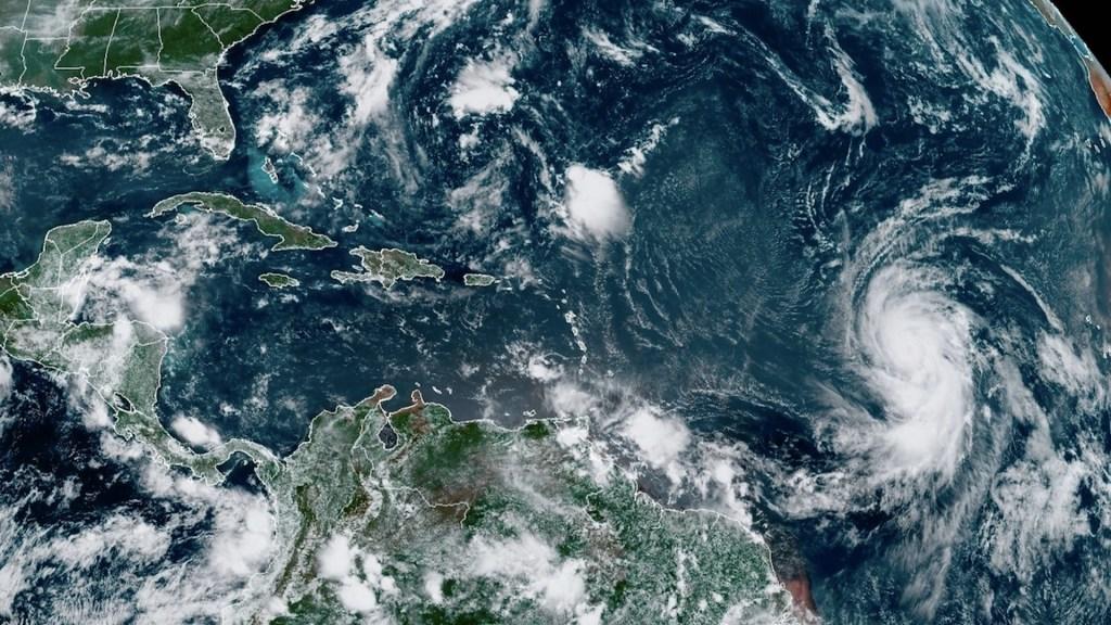 Larry, huracán categoría 3, avanza en el Atlántico sin amenaza - Larry, huracán categoría 3, avanza en el Atlántico sin amenaza. Foto de EFE