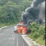 Estudiantes de Ayotzinapa chocan contra vehículo en Guerrero; 2 muertos