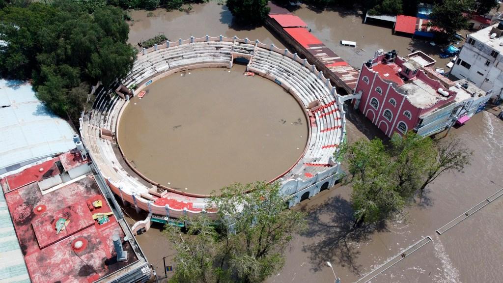 Tula sigue bajo el agua; inundaciones no bajan de los 2m - Inundación de la Plaza de Toros de Tula, Hidalgo