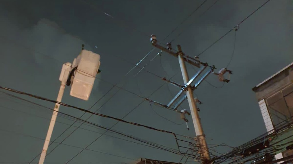 CFE restablece luz a 60 por ciento de usuarios afectados por sismo en cinco estados - Labores de la CFE para restablecer suministro eléctrico