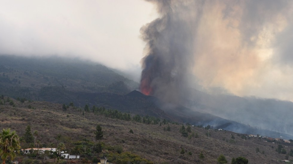 Movimiento de lava se ralentiza en La Palma, Canarias - Movimiento de la lava se ralentiza en La Palma y aún no llegará al mar. Foto de EFE