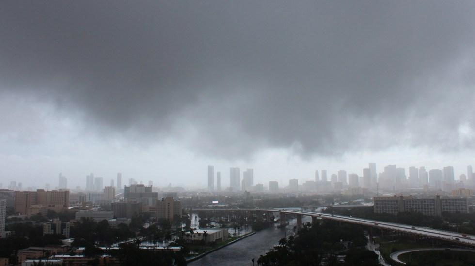 Nicholas se degrada a tormenta tropical en su avance por Texas - Fotografía de archivo en la que se observa una vista general del cielo durante el paso de un huracán en la frontera entre Estados Unidos y México. Foto de EFE/Mar Gonzalo