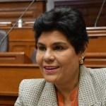 Perú: Captan a congresista entrando a ducha en plena sesión virtual