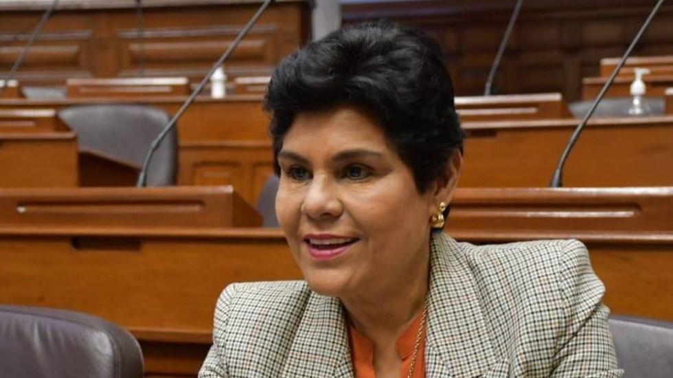 Perú: Captan a congresista entrando a ducha en plena sesión virtual - Norma Yarrow congresista Perú