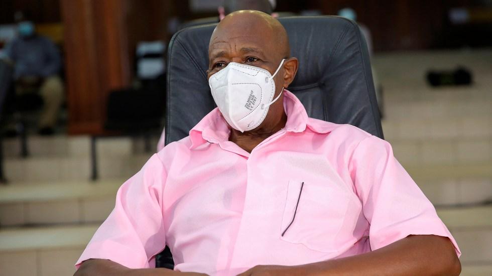 """Dan 25 años de cárcel al héroe que inspiró la cinta """"Hotel Ruanda"""" - Paul Rusesabagina, exgerente del Hotel de las Mil Colinas en Ruanda"""