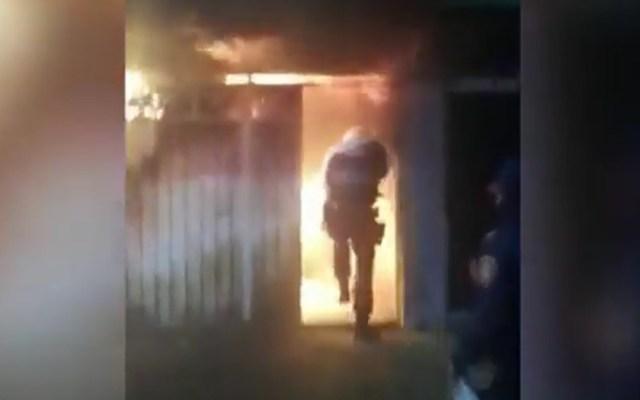 #Video Policías capitalinos salvan de incendio a dos adultos mayores - Policías de la SSC capitalina salvan a dos adultos mayores de incendio