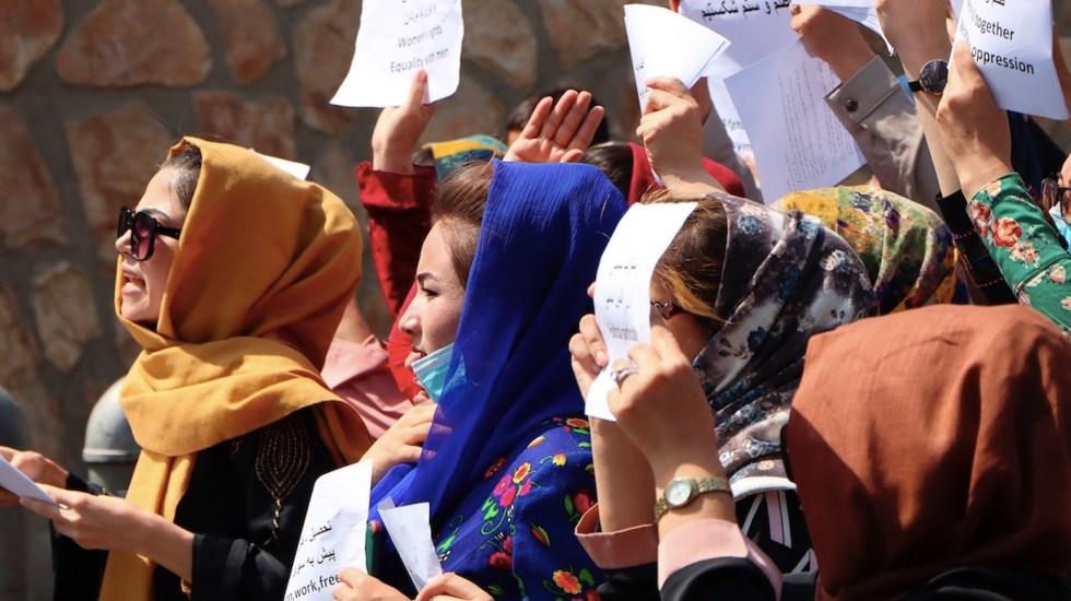 Talibanes dispersan protesta de mujeres con gases y tiros al aire - Talibanes dispersan protesta de mujeres con gases y tiros al aire. Foto de EFE