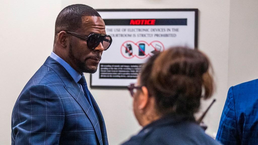 Declaran culpable al cantante R. Kelly por tráfico sexual - El cantante estadounidense R. Kelly. Foto de EFE / Archivo