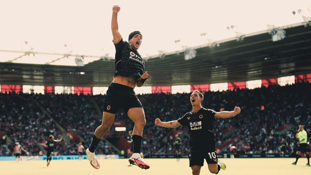 Raúl Jiménez da victoria a los Wolves con su primer gol tras lesión craneal - Raúl Jiménez festeja gol