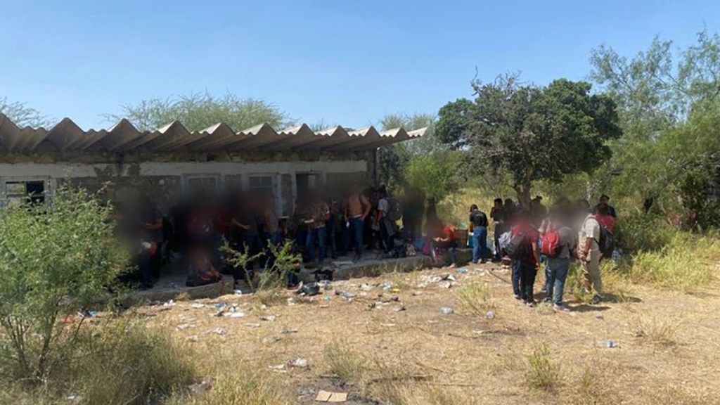 Rescatan en Tamaulipas a 162 migrantes abandonados en bodega - Rescate de migrantes de bodega en Tamaulipas
