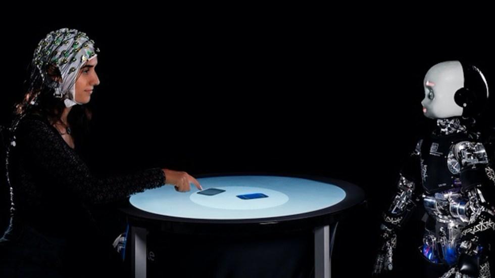 Mirada directa de un robot influye en la toma de decisiones - Mirada directa de un robot influye en la toma de decisiones. Foto de EFE