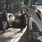 #Video Tráiler embiste varios autos en Iztacalco al huir de accidente en la México-Puebla