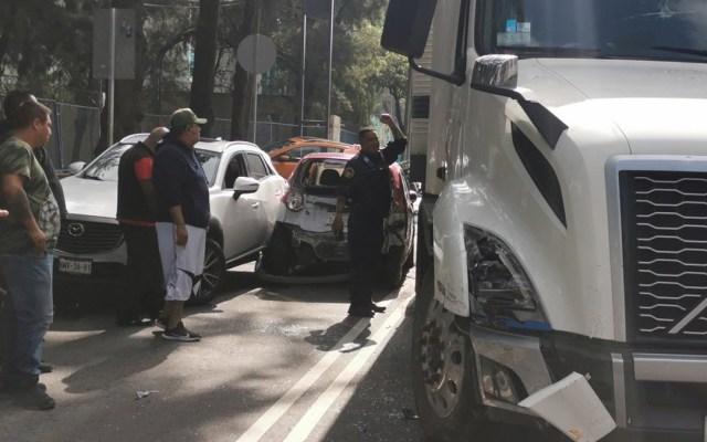 #Video Tráiler embiste varios autos en Iztacalco al huir de accidente en la México-Puebla - Tráiler tras embestir varios autos en Iztacalco