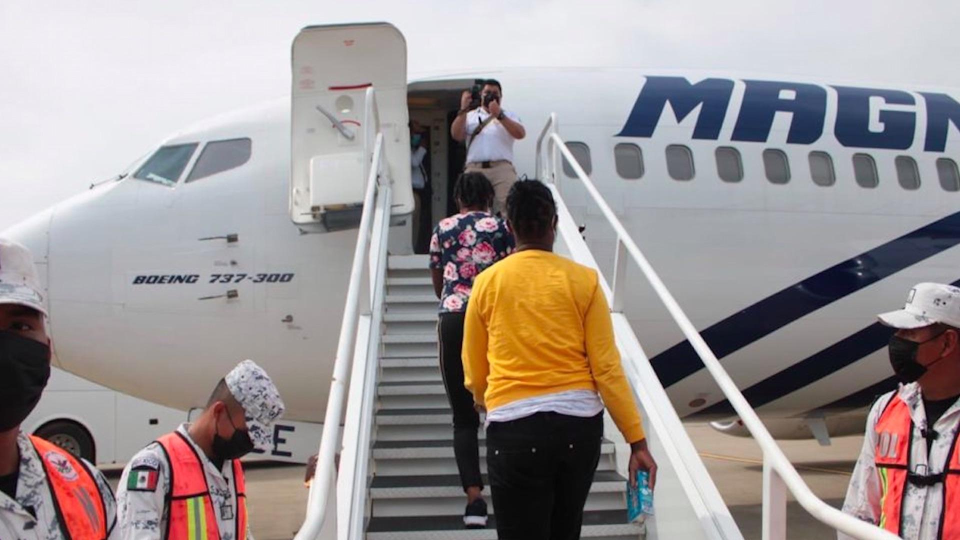 Reinician vuelos de retorno asistido de migrantes a Haití. Foto de SRE