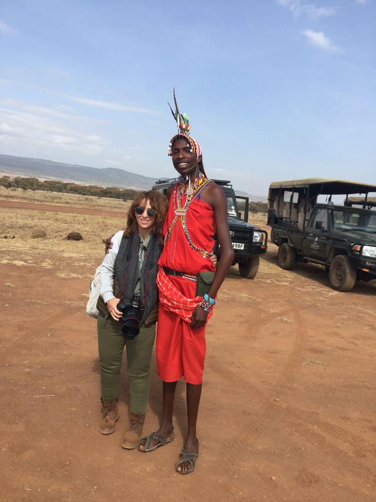 Ivonne fridman con masai en kenia
