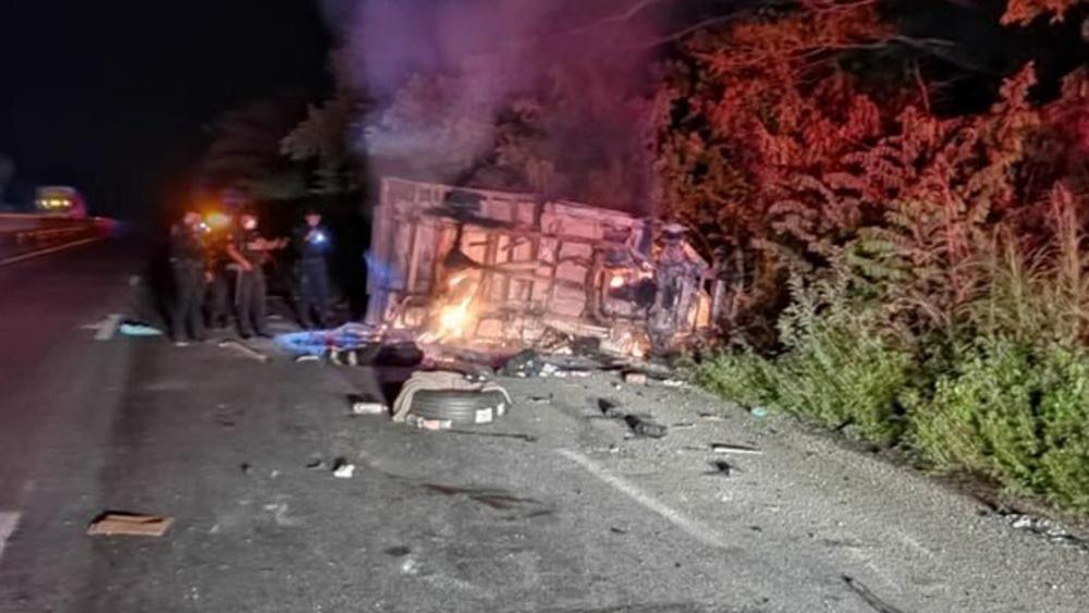 Choca camioneta con 27 migrantes en Veracruz; hay 4 muertos y 16 heridos - Accidente carretero Veracruz 27 migrantes