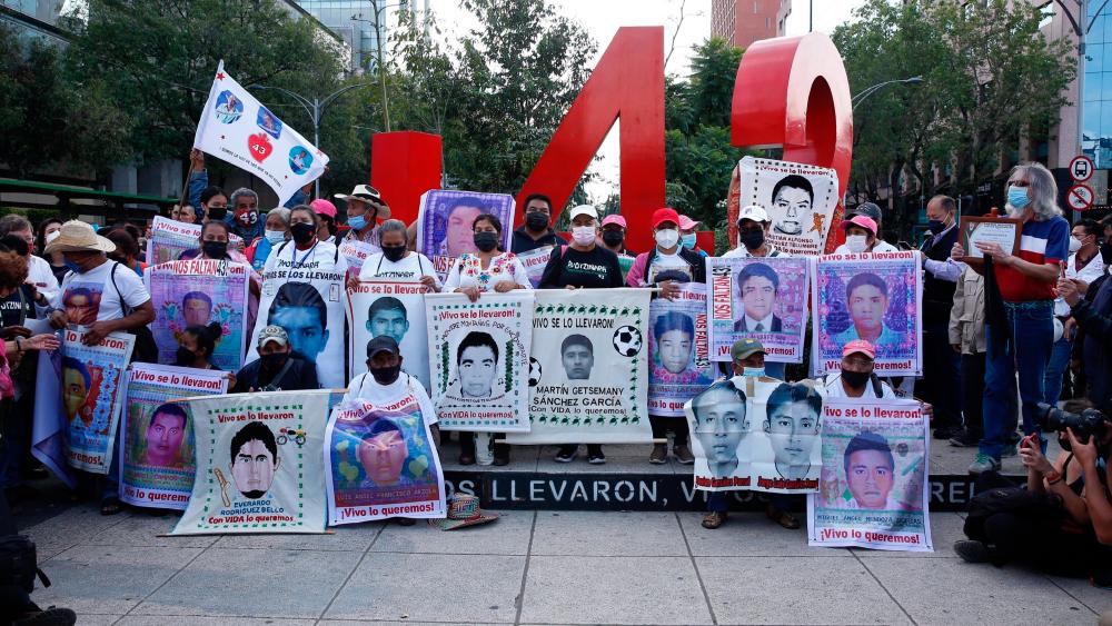 México divulga carta a Israel pidiendo extradición de Tomás Zerón por Caso Ayotzinapa - Ayotzinapa marcha siete años 43 normalistas Zerón