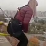 #Video Mujer muere tras lanzarse de bungee en Kazajistán