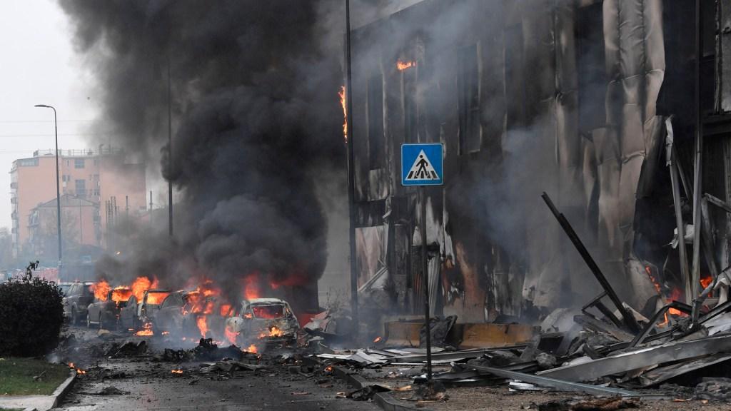 Avión privado se estrella contra edificio en Milán; hay 8 muertos - Daños en edificio de Milán donde se estrelló avión privado