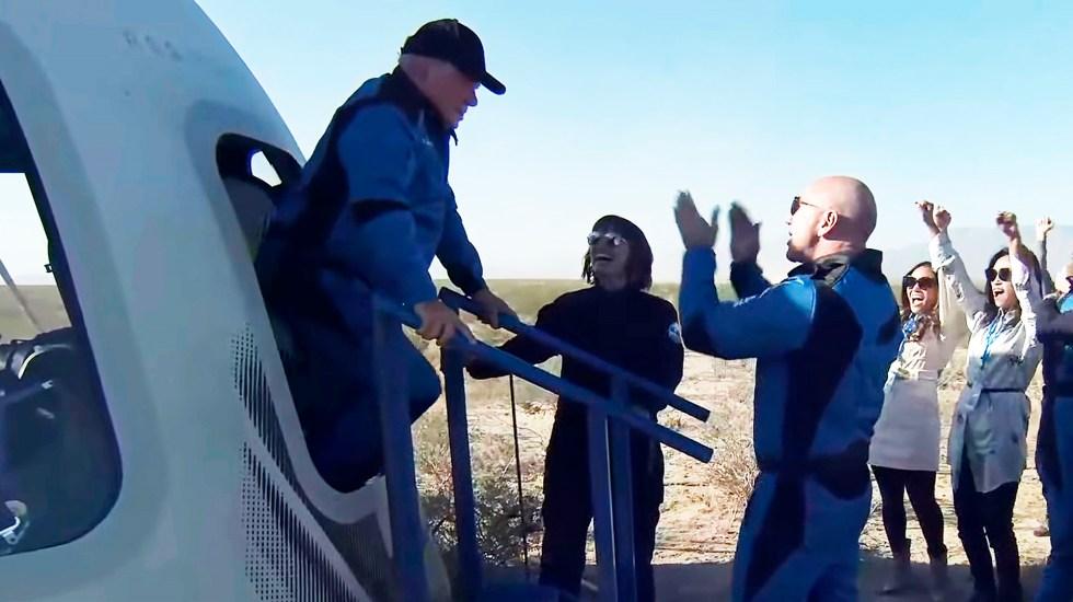 #Video El actor William Shatner llega al espacio con Blue Origin - El actor William Shatner en su regreso del espacio. Foto de EFE