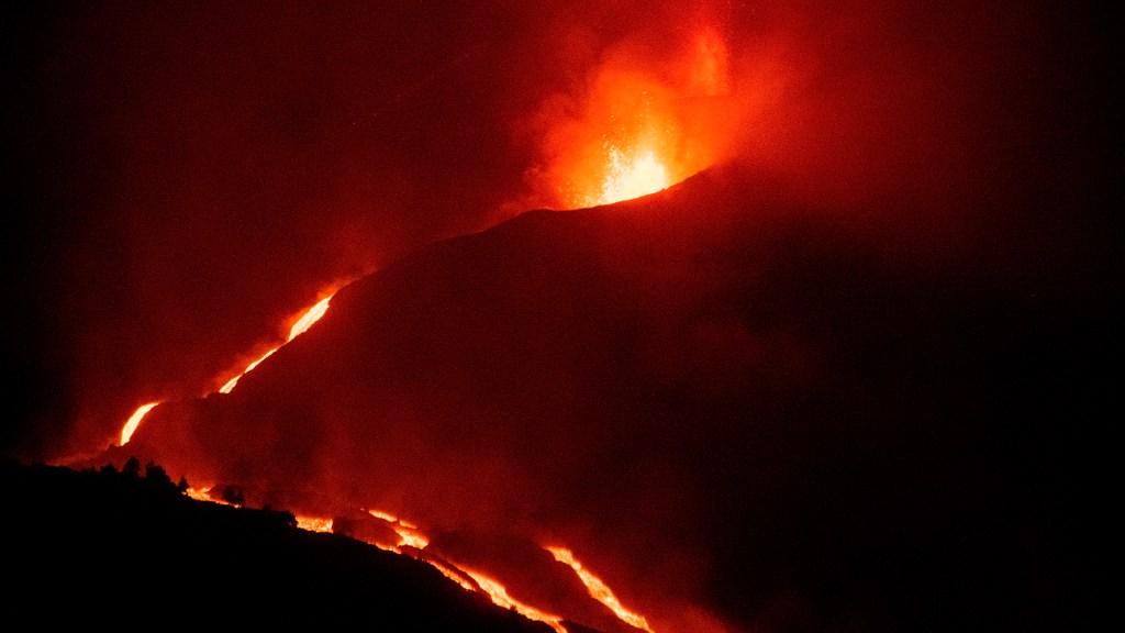 Erupción del volcán en La Palma se mantendrá por tiempo indefinido - Erupción del volcán en isla La Palma