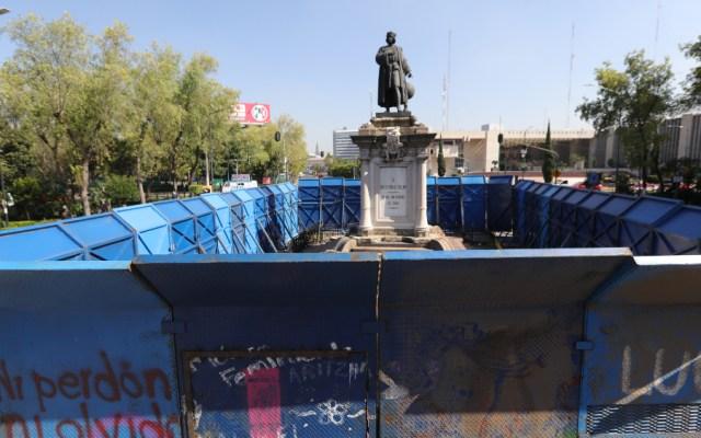 Estatua de Colón en la capital mexicana amanece vallada en el Día de la Raza - Estatua Colón CDMX 12 octubre